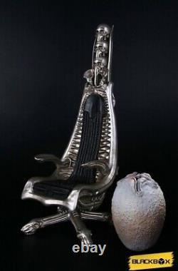 1/6 H. R Giger Harkonnen Capo Chair DX with Alien Egg 14 StatuePredator/Hot Toys