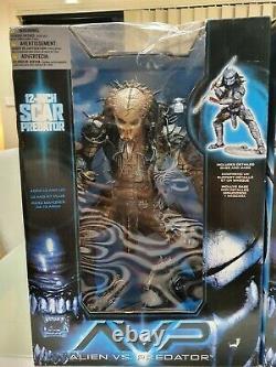 AVP 12' ALIEN VS PREDATOR Scar Predator & Grid Alien Action Figure McFarlane