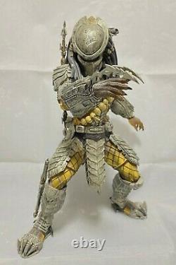 AVP 2 Predalien Battle Damaged 16 figure with Predator figure Hot Toys 2013