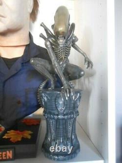 Alien Alien Big Chap Statue Sideshow