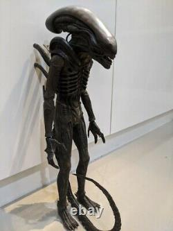 Alien Big Chap Hot Toys 1/6 figure only please read. Aliens Sideshow Giger
