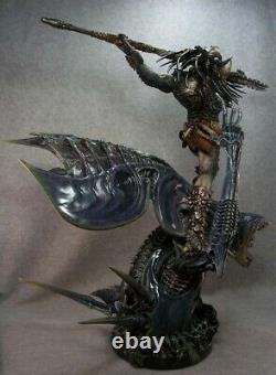 Alien vs. Predator The Predator Alien Queen Resin Action Figure White Statue