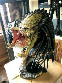 Alien vs Predators Wolf Predator Legendary Scale Bust Sideshow Statue AVPR