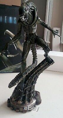 Aliens Alien Warrior Statue Sideshow Collectibles