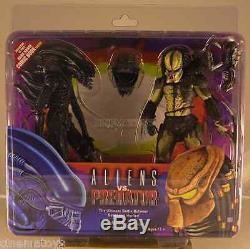 Aliens vs. Predators Action Figures 2 Pack with Mini Comic Book Alien & Predator