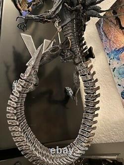 Authentic Neca Alien Queen Deluxe Figure Bishop Figure Loose COMPLETE READ DISC