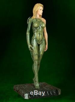 HCG 14 HR Giger SPECIES SIL 19 Statue (Alien Fantasy Figure Gallery Sorayama)
