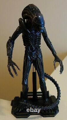 Hot Toys 1/6 Aliens 2 Alien Warrior Action Figure (MMS354)