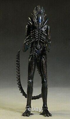 Hot Toys 1/6 Aliens MMS354 -Alien Warrior 30th anniversary edition