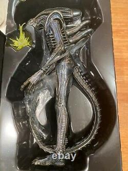 Hot Toys 30th anniversary of Aliens ALIEN WARRIOR 1/6 Scale Figure MMS 354