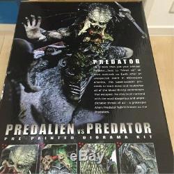 Hot Toys AVP ALIENS vs PREDATOR REQUIEM DIORAMA Figure Predalien vs Predator MIB