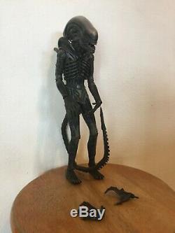 Hot Toys Alien Big Chap 1/6 Scale