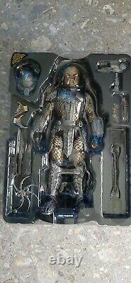 Hot Toys Alien VS Predator Scar Predator 1/6 Scale MMS190 Action Figure