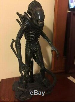 Hot Toys Alien Warrior MMS354 1/6 Scale Figure