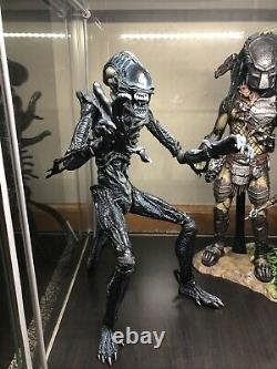 Hot Toys Aliens Alien Warrior MMS38 1/6 Scale Figure Used Condition US