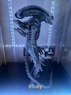 Hot Toys Big Chap Alien 1/6 scale movie masterpiece