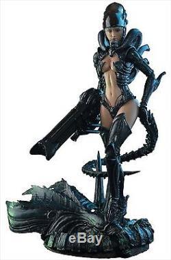 Hot Toys Hot Angel AVP Alien Girl 1/6 Scale Plastic Action Figure