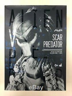 Hot Toys MMS 190 Alien vs. Predators 2 AVP Scar Predator 2.0 BAD BOX NEW