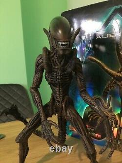 Hot Toys MMS 29 AVP Special Collectors Edition Alien Warrior Deluxe Figure RARE