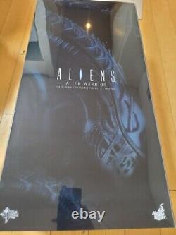 Hot Toys MMS354 Alien Warrior 1/6th Scale figure