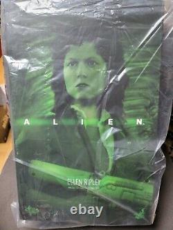 Hot Toys MMS366 Alien Ellen Ripley Action Figure