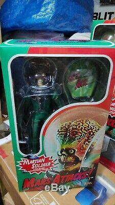 Hottoys MARS ATTACKS Martian Soldier Alien 1/6 Sideshow Scale figure