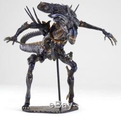 Kaiyodo Revoltech Sci-Fi No. 018 Tokusatsu Alien Queen Action Figure