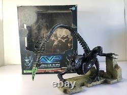 Kotobukiya Alien Vs Predator Warrior Alien 1/6 Scale Pre Painted Model Kit