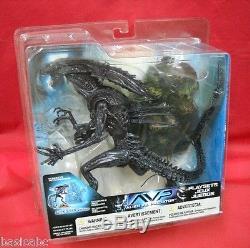 Mcfarlane ALIEN QUEEN WITH BASE action figure set Alien Vs Predator AVP