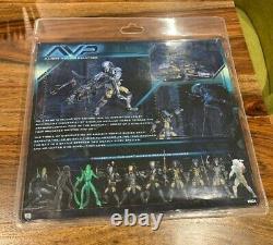 NECA AVP Grid Alien VS Celtic Predator Rivalry Reborn NEW