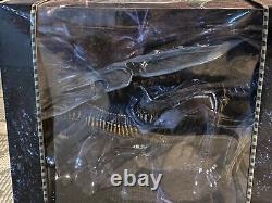 NECA Alien Queen Deluxe Action Figure