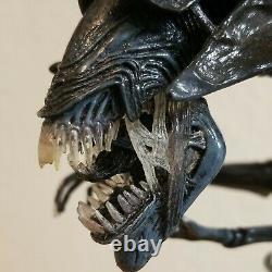 NECA Alien Queen Deluxe Action Figure 21 Shipped from Cali Demo Video