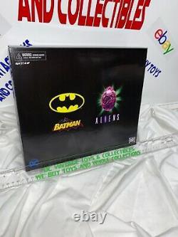 NECA NYCC Batman Vs Alien 2 Pack DARK Horse CASE FRESH L@@K WOW
