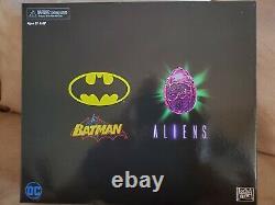 Neca Batman VS Aliens NYCC DC figures. Dark Horse