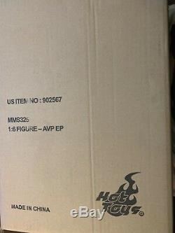 Never opened Hot Toys alien day VS. Predator AVP Elder Predators 14 inch 1/6 Fi