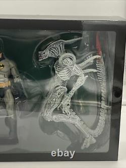 New Neca DC Batman VS Aliens NYCC 2019 Exclusive Set New Sealed Joker Alien