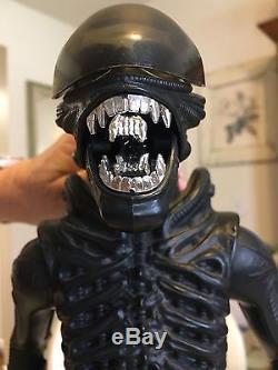 Original 1979 Kenner Alien 18 Figure Rare Vintage
