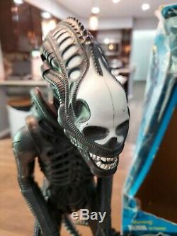 Rare complete VINTAGE 1979 18'' ALIEN ACTION FIGURE with DOME, POSTER & Box