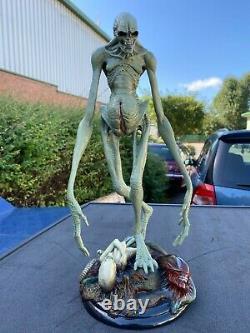 SIDESHOW collect ALIEN RESURRECTION Alien Newborn Statue