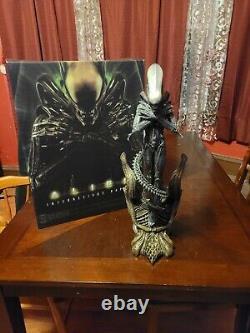 Sideshow Collectibles Alien Internecivus Raptus Statue