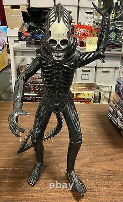 Vintage 1979 ALIEN 18 Kenner Big Xenomorph Figure RARE with Dome