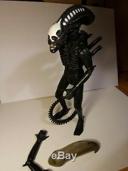 Vintage 1979 KENNER 18 ALIEN ACTION FIGURE with Dome Complete